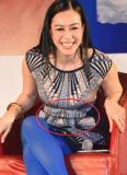 Sao nữ gốc Việt thời trang 'quê kiểng' và lộ bụng ngấn mỡ