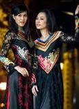Áo dài thiết kế từ khăn lụa độc đáo của Võ Việt Chung