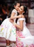 Á hậu Trương Thị May tái xuất tuyệt đẹp với thời trang vẽ tay