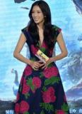 Lâm Chí Linh trẻ trung, xinh xắn với váy hoa