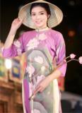Kỳ Duyên xinh đẹp khi diện áo dài, đội nón lá