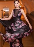 Mai Phương Thúy lộng lẫy với váy voan mềm khoe lưng trần 'mướt mắt'