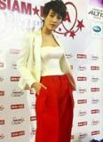 'Ma nữ Thái Lan' khoe 'eo con kiến' trên thảm đỏ