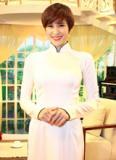 Phương Mai diện áo dài trắng đẹp tựa nữ sinh