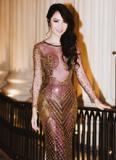Jennifer Chung diện váy ôm sát khoe thân hình gợi cảm