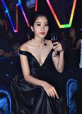 Hoa khôi Nam Em diện đầm đen khoe vòng 1 gợi cảm tại sự kiện