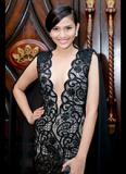 Trương Thị May khoe vòng một gợi cảm với váy xẻ sâu