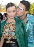 Miranda Kerr bị 'trai lạ' lao tới hôn bất ngờ vì ngưỡng mộ