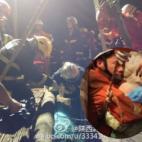 Khoảnh khắc giải cứu cháu bé rơi xuống giếng sâu 40m