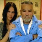 Những chuyện tình bóng hồng yêu kẻ sát nhân trong tù nổi tiếng thế giới