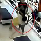 Bị kẻ trộm đánh tới tấp mà không ai giúp đỡ gây bức xúc