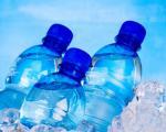 Những lý do khiến bạn không nên sử dụng nước đóng chai