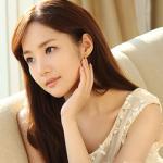 Park Min Young khoe làn da trắng mịn không tỳ vết