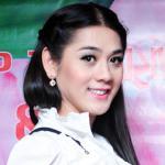 Lâm Chi Khanh bất ngờ ăn mặc 'kín cổng cao tường'