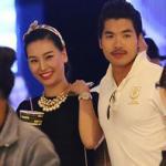 Trương Nam Thành tình tứ cùng bạn gái hơn tuổi trên phố