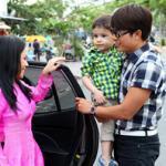 Bắt gặp 'vợ' Hoài Linh đưa con nuôi đi 'hẹn hò' Hòa Hiệp