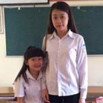 2 nữ sinh Việt như 2 mẹ con gây xôn xao