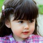 Mê mẩn với gương mặt siêu 'cute' của bé gái 4 tuổi dưới ống kính người mẹ