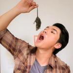 'Chết ngất' nhìn Trương Nam Thành 'nuốt' chuột sống