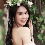 Ngọc Trinh hóa công chúa rực rỡ giữa vườn hoa xuân