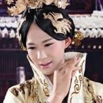Tiếp viên nam Trung Quốc gây chú ý khi hóa Võ Tắc Thiên