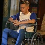 Ngô Kiến Huy bị 'tai nạn' phải ngồi xe lăn