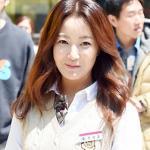 Kim Hee Sun khoe vẻ trẻ trung như gái đôi mươi tại phim trường