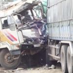 Hai xe tải đâm nhau, 6 người tử nạn