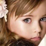 Mẫu nhí Nga 9 tuổi được ca tụng đẹp nhất thế giới