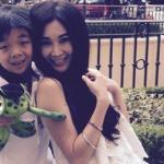'Phan Kim Liên' Ôn Bích Hà khoe ảnh tình cảm bên con trai nuôi