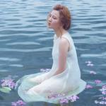 Yến Nhi đẹp lãng mạn dưới hồ