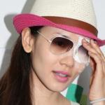 Cựu Hoa hậu Hồng Kông hỏng mắt vì kính áp tròng
