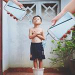 Bộ ảnh 'đứa trẻ công nghệ' khiến mọi gia đình phải suy ngẫm