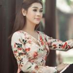 Lâm Chi Khanh điệu đà như thôn nữ trong áo bà ba