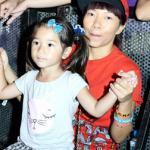 Trần Thu Hà và con gái 'đội mưa' cổ vũ âm nhạc quốc tế Gió Mùa