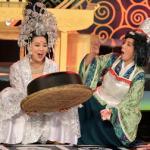 Lê Khánh đọ dáng chơi bài 'bá đạo' với Thu Trang