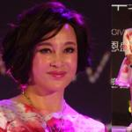 U60 Lưu Hiểu Khánh mặt bóng nhẫy, mặc váy hoa lòe loẹt