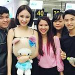 Angela Phương Trinh thân thiện gặp mặt fans ở Đà Nẵng
