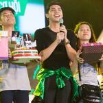 Noo Phước Thịnh được fan mừng sinh nhật ngay trên sân khấu