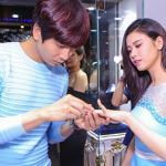Trương Quỳnh Anh được chồng 'hộ tống' đi mua nhẫn bạc tỷ