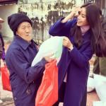 Phạm Hương tươi rói đi làm từ thiện ở quê