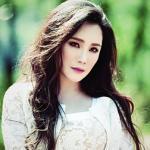 Giám đốc Hồ Quỳnh Hương tự tay chuẩn bị quà Tết cho fan