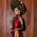 Trương Thị May mặc lại áo dài từng dự thi Miss Universe 2013