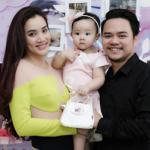 Vợ chồng Trang Nhung làm tiệc thôi nôi cho con gái đầu lòng