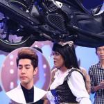 Noo Phước Thịnh khóc nức nở trước 'dị nhân' đội xe máy lên đầu