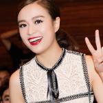 Hoàng Thùy Linh diện váy ren rạng rỡ dự sự kiện
