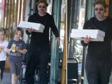 Brad Pitt vui vẻ đưa con đi chơi sau khi bị rách mặt
