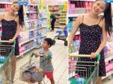 Vợ Đăng Khôi bụng bầu xinh tươi đưa con đi siêu thị