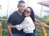 Vợ chồng Quỳnh Nga tình tứ du hí Singapore
