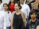 Con nuôi gốc Việt Pax Thiên theo mẹ Angelina Jolie đi thăm người tị nạn
